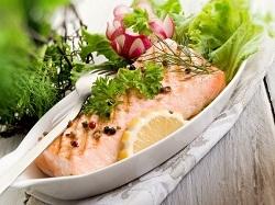 Салат из сёмги и овощей