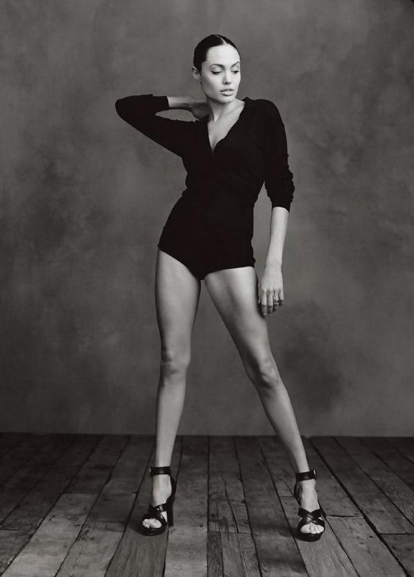 Стройная фигура Джоли