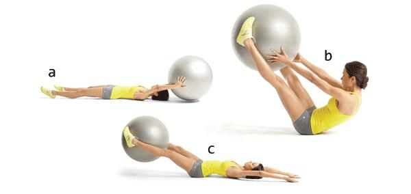 Подъемы ног с мячом