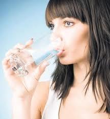пейте большое количество воды, если хотите поддерживать свое тело в идеальном состоянии и не задумываться о похудении