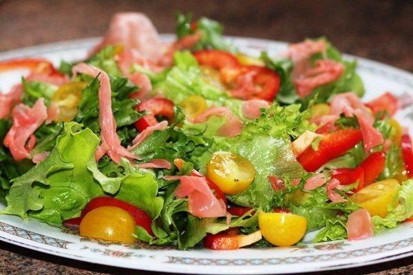 Салат с имбирём и томатами