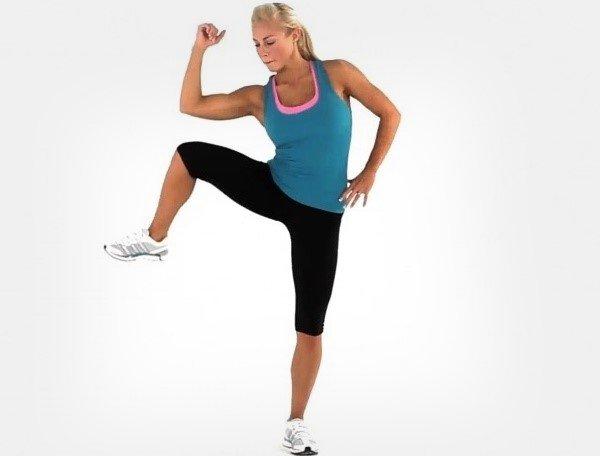 Одновременный подъем ноги и наклон корпуса в сторону