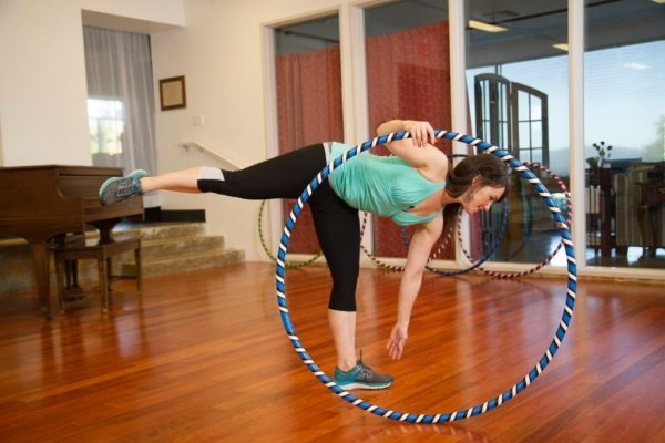 Упражнения с обручем